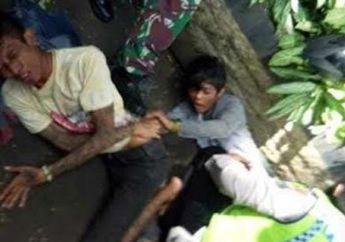 Mimpi Apa Semalem! Muka Dua Remaja Langsung Ringsek Keluar Darah Digebukin Warga, Rem Motor Blong Hajar Mobil