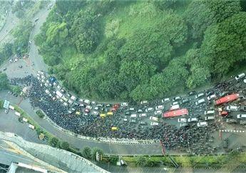 Perbatasan Surabaya Padat Merayap di Hari Pertama PSBB, Gubernur Jatim Minta Pelanggar di Sanksi Tegas