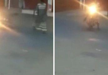 Emak-emak Bikin Ngakak, Video Motor Main Banting Aja Gara-gara Tidak Bisa Jalan, Motor Bebek Dikira Matik!