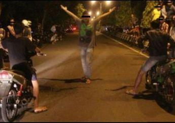 Bukannya Di Rumah Aja Malah Balap Liar Abis Sahur, Puluhan Pemuda Kocar-Kacir Dikejar Polisi