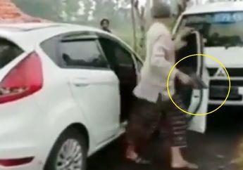 Geger Koboi Jalanan Pengendara Mobil Todongkan Pistol di Jalan Sempit Bikin Ciut Nyali Pemakai Jalan Lainnya