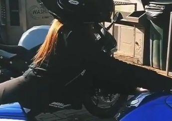 Waduh Bisa Batal Puasa Nih, Usir Bosan Saat WFH,Siang Hari Bolong Lady Bikers Ini Elus-elus Kesayangannya