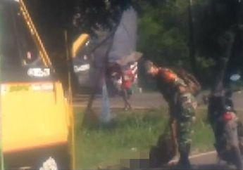 Jalanan Mendadak Macet, Anggota TNI Pindahkan Orang Gila yang Tidur di Tengah Jalan, Kasih Rokok Langsung Minggir