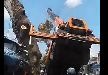 Pemotor Panik, Warga Teriak Histeris, Detik-Detik Video Crane Nyungsep Engga Kuat Angkat Pohon