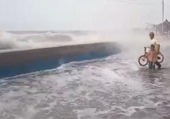 Bikers Wajib Waspada Nih!  Air Laut Pasang dan Angin Kencang Rendam 11 Desa di Pekalongan