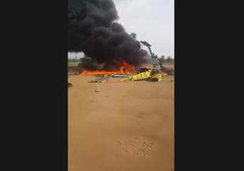 Duarrr! Video Helikopter Milik Anggota TNI Mendadak Jatuh dan Meledak, Korban Langsung Diangkut Naik Motor