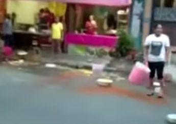 Viral! Emosi Ditertibkan Satpol PP, Pedagang Nasi di Bojonegoro Buang Makanan ke Jalan, Pemotor Cuman Bisa Geleng-Geleng Kelapa