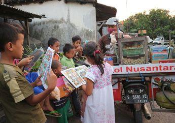 Naik Motor Penjual Pentol Keliling Viral Bawa Buku Bacaan Untuk Anak Ikut Mencerdaskan Bangsa