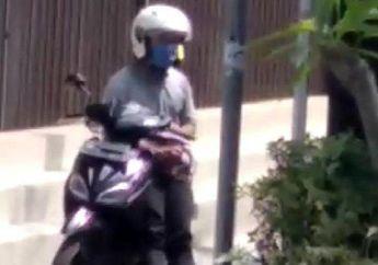 Koplak Nih,Tau Sedang DirekamSeorang Wanita, Pria Ini Malah Nekat Mastrubasi Di Atas Motornya