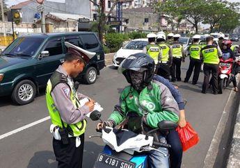 Bikin Penasaran, Razia Polisi Tetap Tilang Pemotor Tapi Ada Hadiahnya