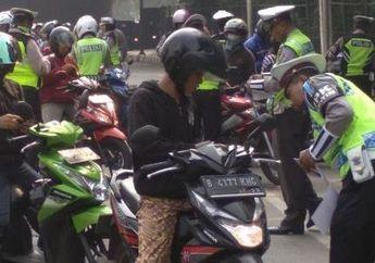 Apa yang Bikers Pikirkan Kalau Ngebahas Polisi? Kebayang Gak Nih Kalau Pak Polisinya Santuy Begini di Jalan Raya?