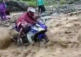 Viral Video Motor Sport Yamaha R-25 Terjang Aliran Deras Sungai, Penonton Dibikin Deg-degkan