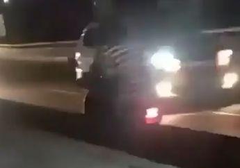 Bikin Tegang! Dua Emak-emak Naik Motor Nekat Lawan Arah Di Jalan Layang, Warganet: Ngeprank Malaikat Maut