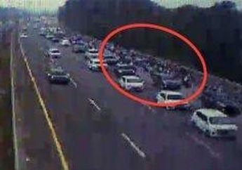 Waduh,Aturan Motor Masuk Tol Masih Wacana, Puluhan PemotorTerekam CCTVMelintas Dalam JalanTolBeriringan