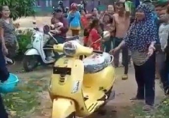 Satu Kampung Bahagia, Vespa Matic Baru Dibeli Langsung Disambut Kaya Raja, Cuman Ada Di Indonesia Pokoknya