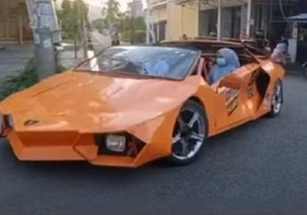 Bikers Melongo! Lamborghini Versi Low Budget Melintas di Jalanan, Buka Kap Mesin Langsung Kaget Terheran-heran