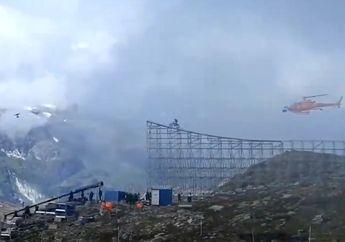 Bikin Merinding, Video Artis Tom Cruise Yang Terjun dari Gunung Menggunakan Motor