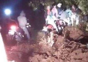 5 MotorTersapu Longsor Di Bogor Saat Hujan Deras, 1 Motor Masuk Jurang 4 Lainnya Tertimbun Tanah, Pemilik Motor Histeris Teriak Minta Tolong