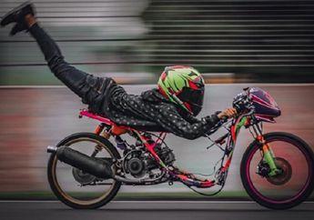 Bikers Wajib Tahu, Ini Orang Yang Pertama Kali Bergaya Superman di Atas Motor, Gayanya Banyak Dipakai Oleh Joki Balap Liar