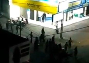 Klaten Mencekam! Bentrok 2 Kelompok Massa Pecah di Pasar Pedan, Pemotor Kocar-kacir