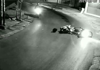 Ngeri! Video Rekaman CCTV Banyak Pemotor Kecelakaan Di Belokan Ini, Warganet: Tikungan Mistis