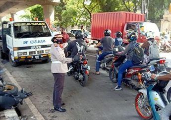 Jalan Pangeran Antasari Geger, Mobil Oleng Tabrak Dua Motor, Sang Sopir Meninggal Dunia