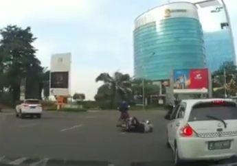 Diduga Ngantuk, Pemotor Bonceng 3 Ini Tabrak Pemotor Lainnya di Sumarecon Bekasi, Warganet Terheran-heran
