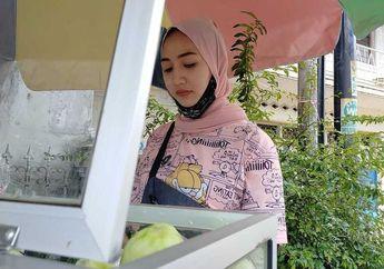 Tasikmalaya Heboh, Viral Perempuan Penjual Rujak Cantik di Pinggir Jalan, Bikers Harus Dateng Nih