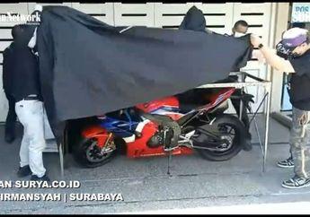 Crazy Rich Surabaya Unboxing Honda CBR1000RR-R Fireblade SP Seharga Rp 1,1 Miliar