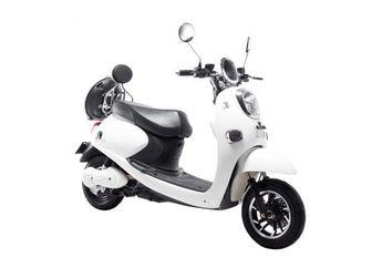 Tampang Mirip Honda Scoopy, Motor Matic Mesin Listrik Bikinan Indonesia Harganya Lebih Murah Dari Honda BeAT