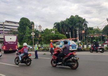 Bikers Harus waspada, Ada Kabel Menjuntai di Jalan Matraman Raya,Kendaraan Besar Belum Bisa Melintas