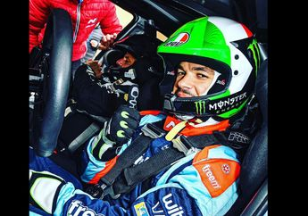 Ogah Kalah Mentereng Sama MotoGP, Murid Valentino Rossi Ngegas Reli Pakai Helm Keren