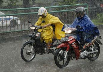 BMKG Prediksi Jabodetabek Hujan Siang Ini, Bikers Jangan Lupa Siapkan Jas Hujan