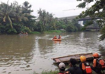 Pemotor Nyasar Masuk Tol Jakarta Cikampek, Malah Nyemplung ke Kali
