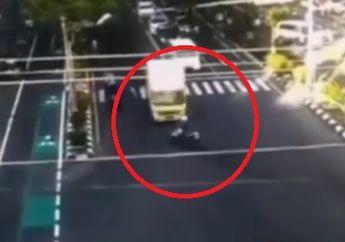 Braak, Truk Boks Ugal-ugalan Terobos Lampu Merah, Pemotor Terkapar