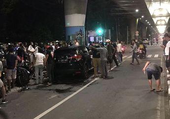 Kecelakaaan Mobil Tabrak Motor di Jalan Pangeran Antasari, Yamaha Lexi Ringsek