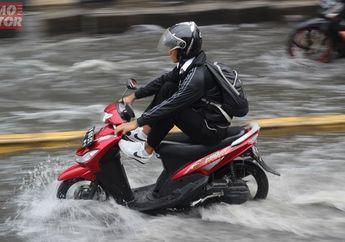 Street Manners: Waspada Aquaplaning Mengancam Keselamatan Bikers Saat Musim Hujan