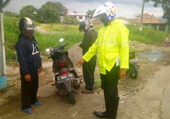 Kocak, Polisi Tilang Pemotor Honda Vario 150 Pakai Plat Nomor Nyeleneh
