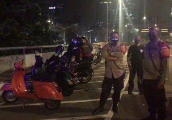 Polisi Bubarkan Klub Motor Vespa Yang Konvoi dan Kopdar di Bahu Jalan