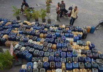 Oknum Petugas SPBU Bagi-bagi Bensin ke Pengecer di Kalimantan Barat