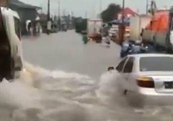 Viral Video Truk Terobos Banjir, Mobil dan Motor Oleng Terdorong Air