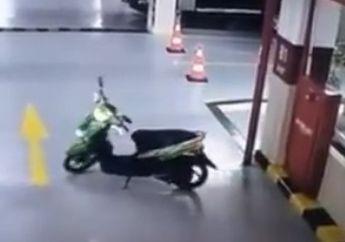 Bulu Kuduk Merinding, Yamaha Mio Mendadak Jalan Sendiri Terekam CCTV