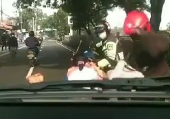 Duh Cium Aspal Gara-gara Senggolan Pemotor Lain, Kok Salahin Ambulans?