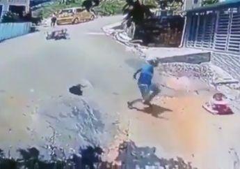 Keren Banget, Video Pemotor Tolong Balita Terjatuh Bak Pahlawan Super!