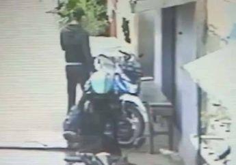 Bikin Nyesek, Motor Ojol Raib Disikat Dua Pencuri di Depan Rumah