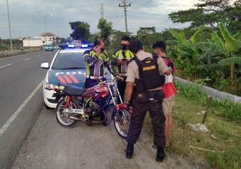Ngabuburit Sambil Balap Liar, Satu Pemuda Ditangkap Patroli Polisi