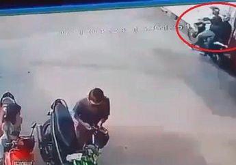 Nekat, Dua Pria di Palembang Curi Motor Honda BeAT Ditengah Keramaian