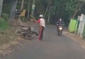 Saking Kesal Motor Gak Bisa Nyala, Pria Ini Pergi Tinggalkan Motornya