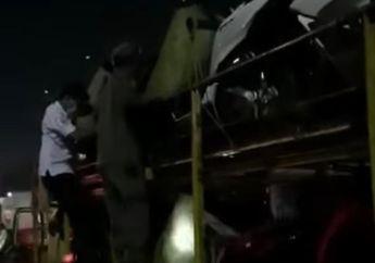 10 Orang Pemudik Nekat Ngumpet di Truk Pengangkut Motor Honda PCX 160