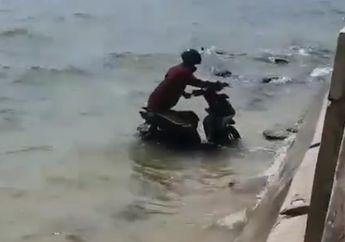 Viral Pemotor Nyemplung Pantai Jepara, Warganet: Mudik Jalur Laut